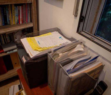 ניירת מתוייקת ומסודרת במשרד