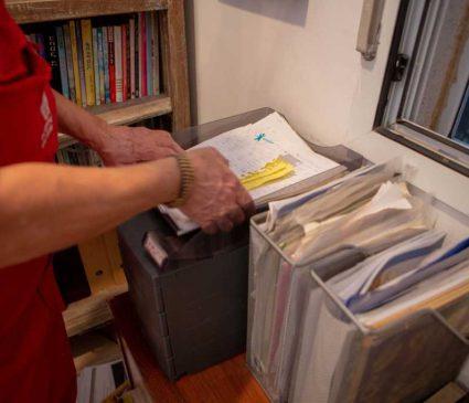 סידור ניירת ותקיות במשרד